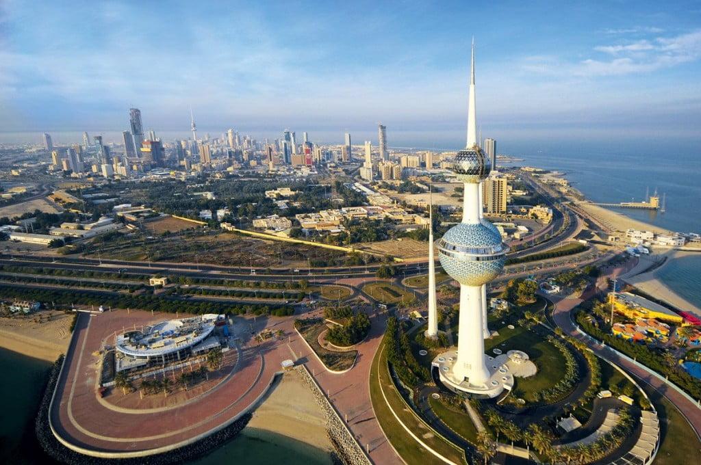 ضبط أحد المشاهير في الكويت بحوزته مواد مخدرة وقاصرتان