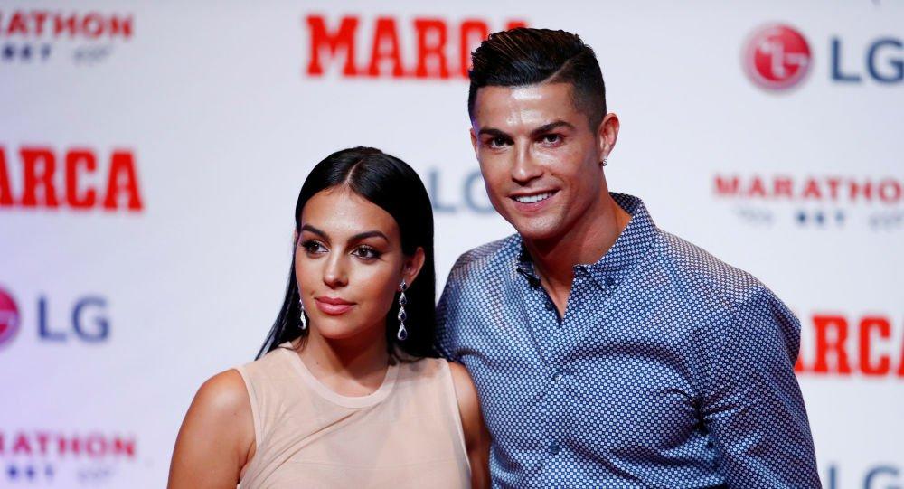 صديقة كريستيانو رونالدو تكشف تفاصيل حياتها مع أيقونة كرة القدم   تركيا الآن
