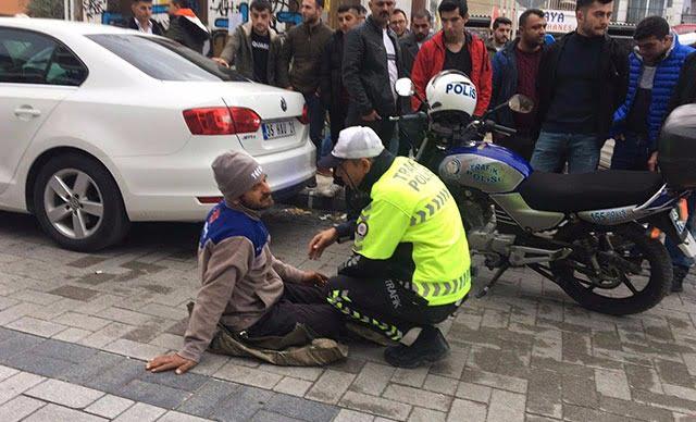 جانب من اعتصام المواطن التركي إلى جانب دراجته