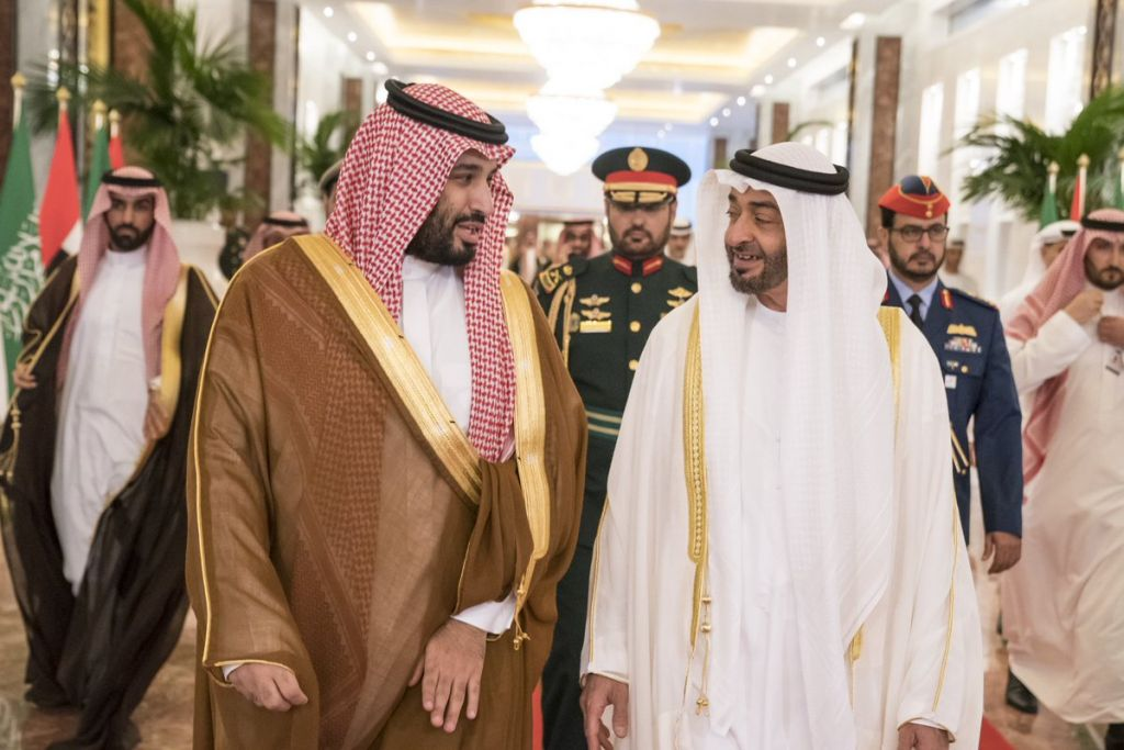 وليا العهد السعودي محمد بن سلمان (يسار) والإماراتي محمد بن زايد