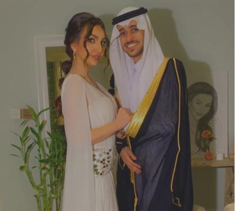 شاهد فنان سعودي شهير في ورطة بعد إعلان ارتباطه بهذه الإعلامية !