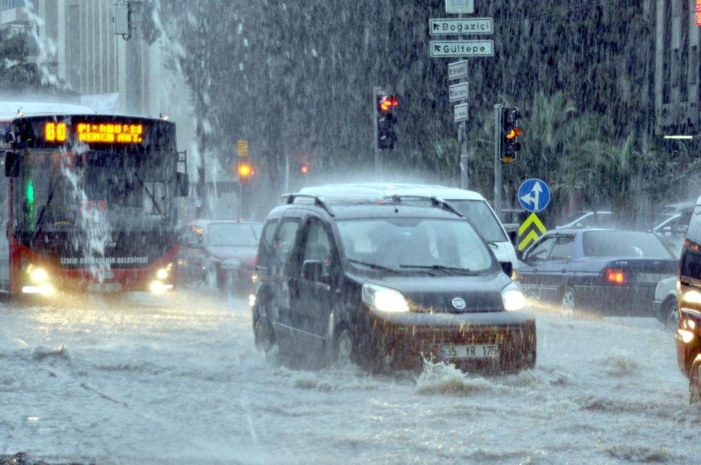الأمطار تعود بقوة الى تركيا .. تحذير من الأرصاد الجوية