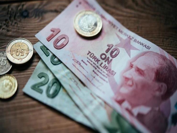بعد تدهور الليرة.. توقعات بارتفاع الحد الأدنى للأجور في تركيا
