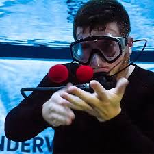 فيديو ساحر ينفذ 20خدعة تحت الماء في 3دقائق ويدخل موسوعة