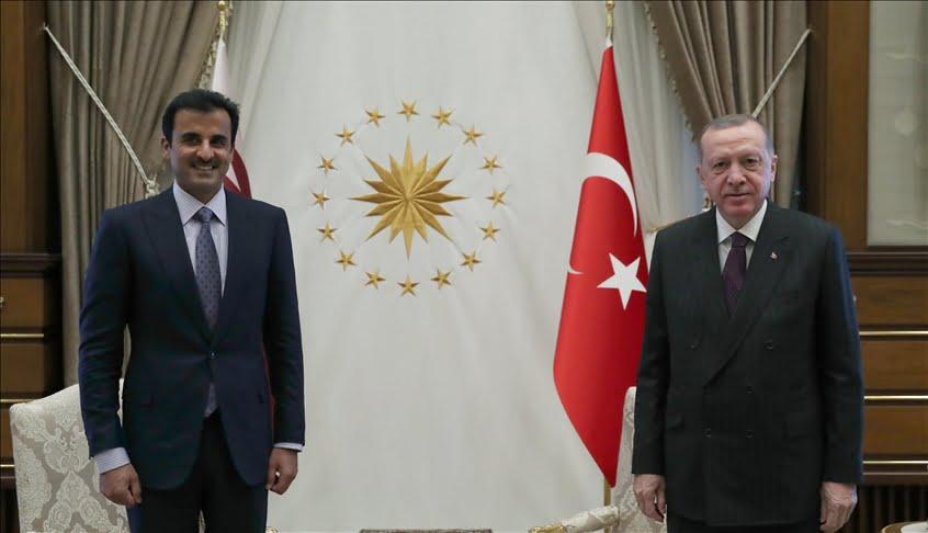 استقبل الرئيس التركي رجب طيب أردوغانأمير قطر الشيخ تميم بن حمد آل ثاني في أنقرة اليوم. ووفق متابعة تركيا الان، فقد وصل الشيخ تميمالعاصمة التركية أنق