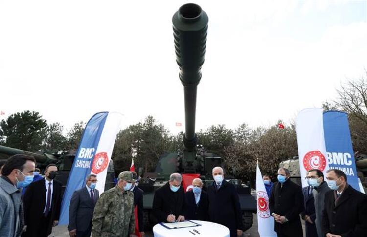 وزير الدفاع خلوصي أكار يحضر حفل تسليم مدافع هاوتزر محلية الصنع
