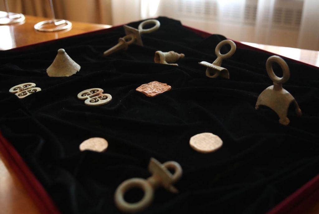 بعض من 412 قطعة أثرية أعادتها المجر إلى تركيا