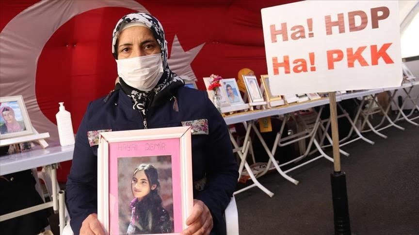 تواصل اعتصام عائلات الأطفال الأتراك المختطفين لدى حزب العمال الكردستاني الإرهابي