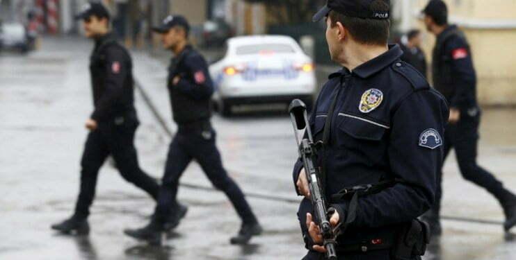 اعتقال 6 أشخاص قبل تهريبهم قطعة أثرية
