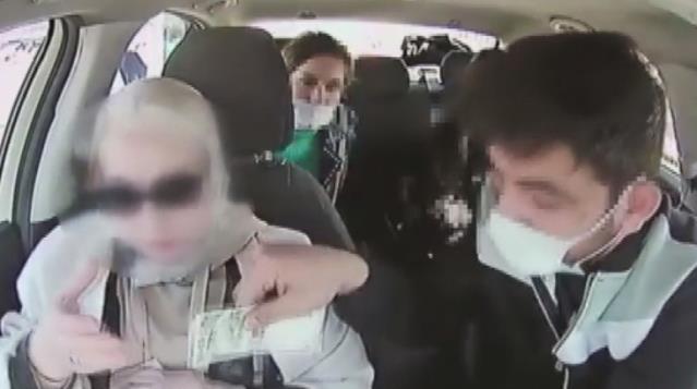 هكذا سرق سائق تاكسي مبلغ كبير من حقيبة سيدة أجنبية في إسطنبول