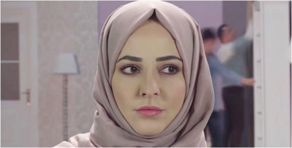 نور خانم تخلع الحجاب