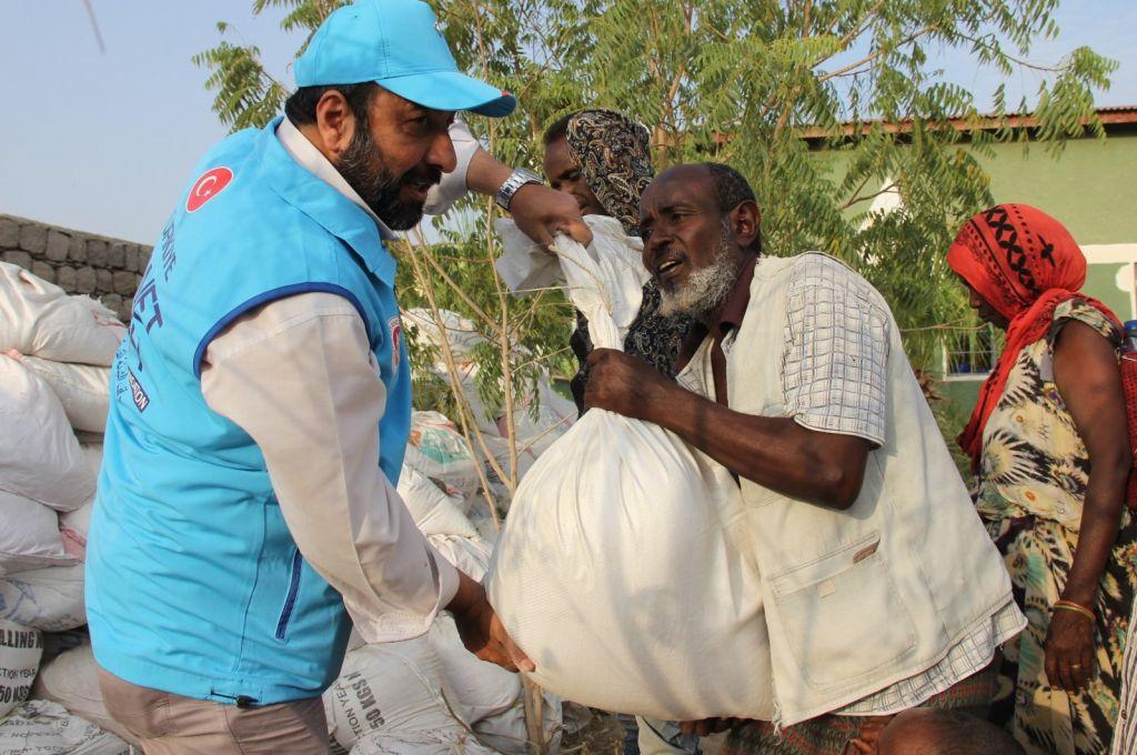 500 يتيم إثيوبي يتسلمون ملابس العيد من تركيا