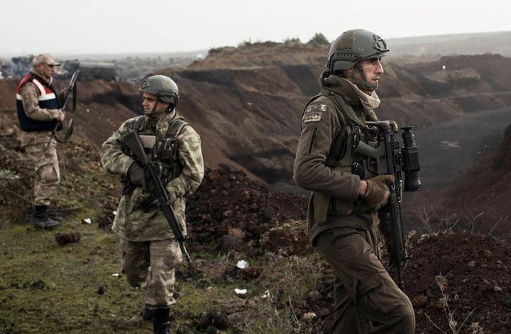 الجيش التركي يلقي القبض على إرهابيين من منظمة غولن قبل فرارهما إلى اليونان