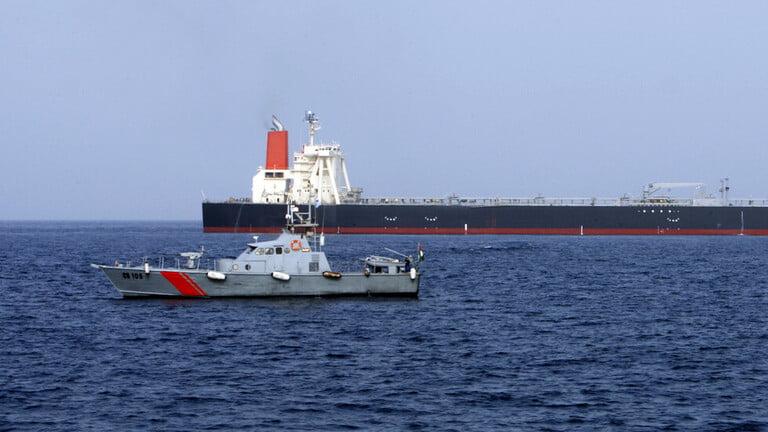 سفينة تجارية ترفع علم إسرائيل