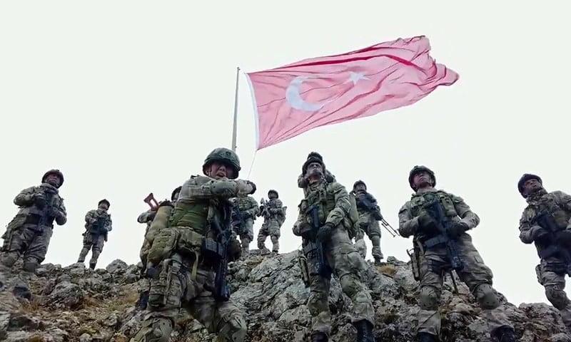 الجيش التركي يلقي القبض على مطلوبين لدى محاولتهما الفرار من البلاد