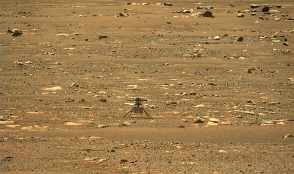 حدث تاريخي.. طائرة مروحية صغيرة تنجح بالتحليق في أجواء المريخ لأول مرة
