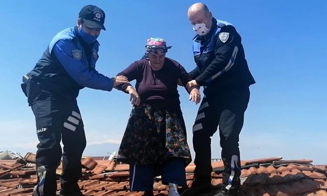 عجوز تركية ترعب رجال الشرطة