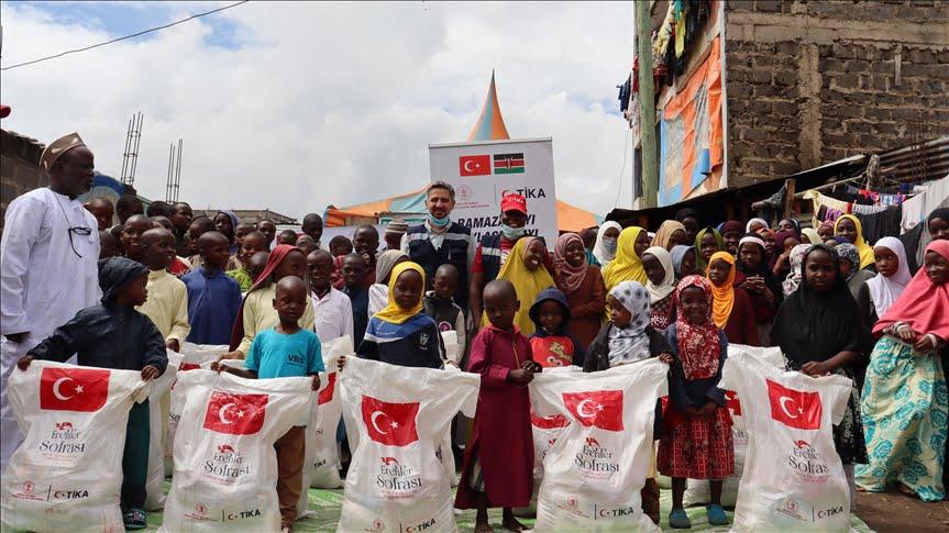 تركيا توزع مساعدات غذائية في العاصمة الكينية