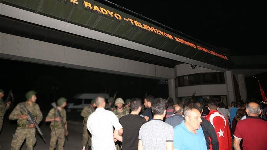 محكمة تركية تصدر أحكامًا مشددة بالسجن المؤبد على قادة الانقلاب الفاشل