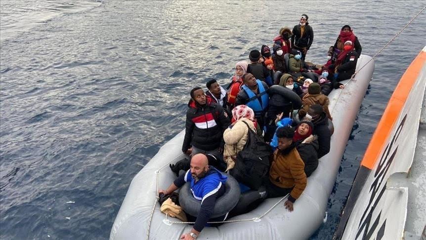 تركيا تنقذ 51 طالب لجوء أرجعتهم اليونان إلى المياه الإقليمية التركية