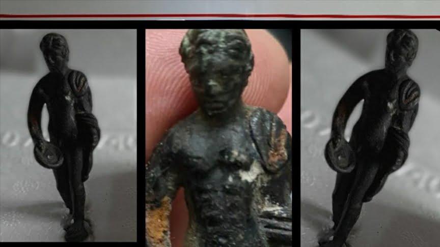 لقبض على شخصين قبل بيعهما تمثال روماني أثري