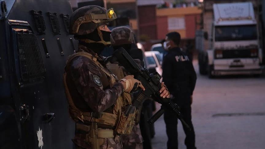 قوات مكافحة الإرهاب تعتقل عددًا من المشتبهين بعلاقتهم بداعش الإرهابي