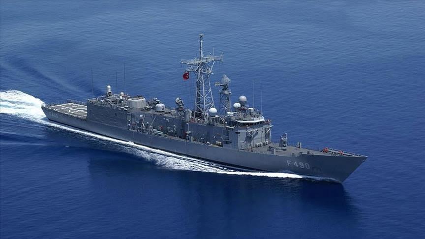 سفينة حربية تركية قبالة ليبيا تنقذ 123 مهاجرًا.. كيف حدث ذلك؟