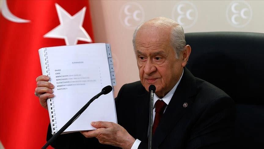 زعيم حزب الحركة القومية يقدم مقترح حزبه للدستور التركي الجديد