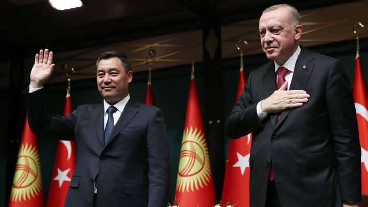 أردوغان يلتقي رئيس قرغيزيا يشيد بجهود تركيا ومحاربة الارهاب