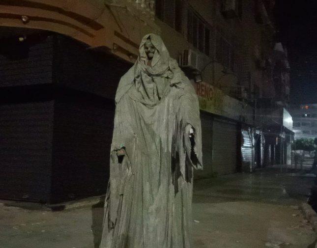 تمثال مرعب في أحد الشوارع المصرية