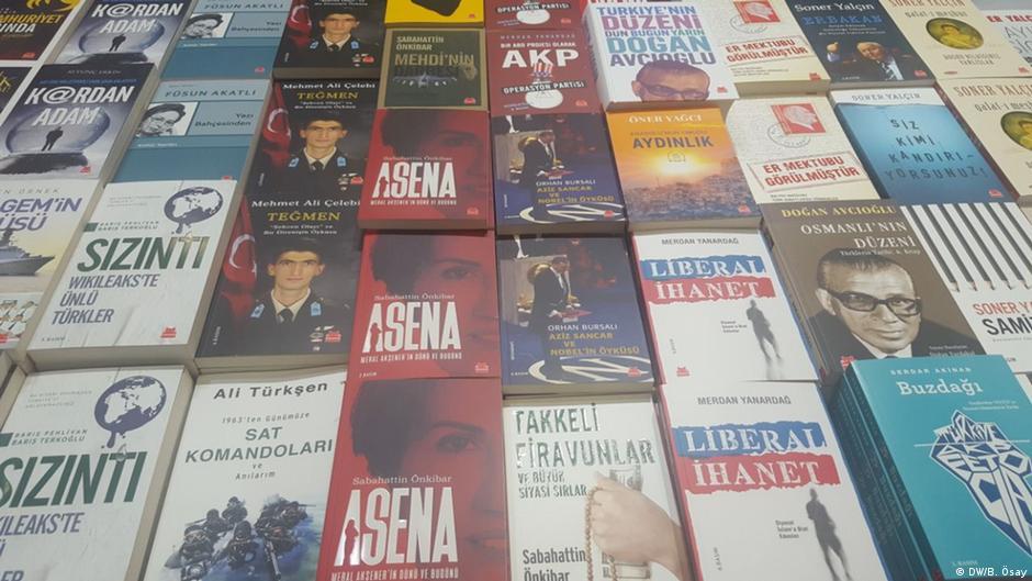 """أردوغان يهدي زعماء الناتو كتاب """"كفاح تركيا ضد الإرهاب"""""""