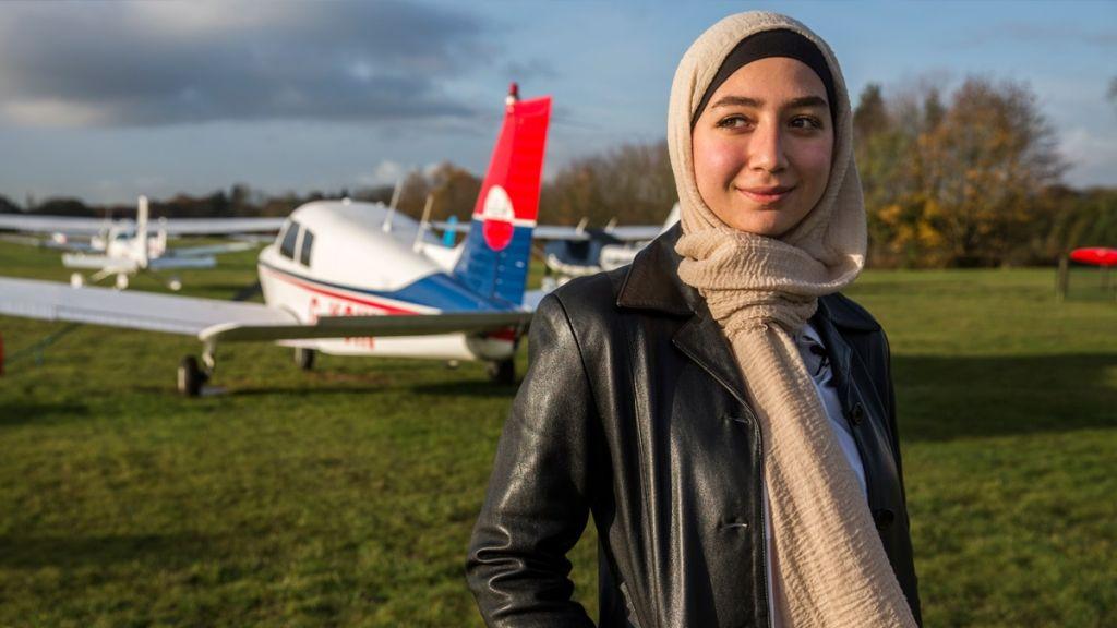 لاجئة سورية تصبح طيارة