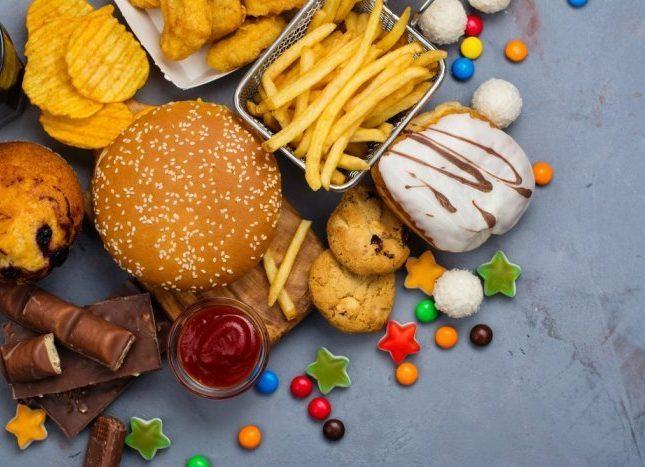 """توقف عن تناول هذه الأطعمة """"فوراً"""" .. إذا كنت تعاني من ارتفاع الكوليسترول في الدم"""