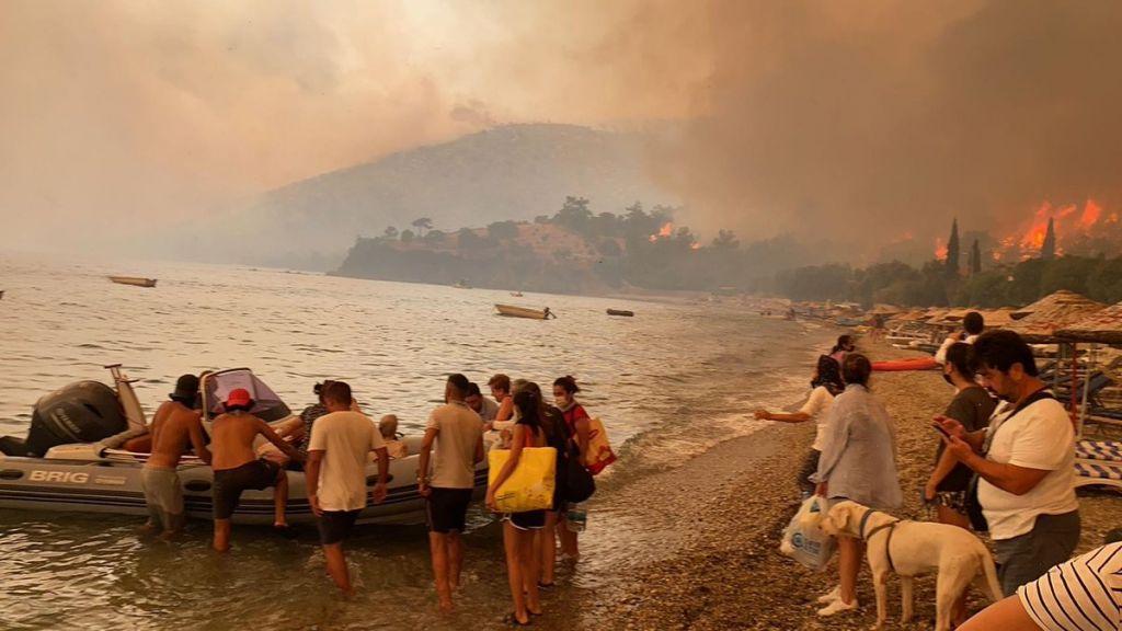 الحرائق تصل إلى البيوت في بودروم