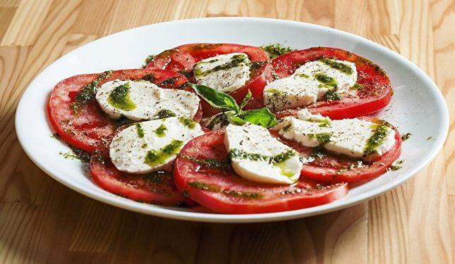 خطورة تناول الطماطم مع الجبن على الجسم