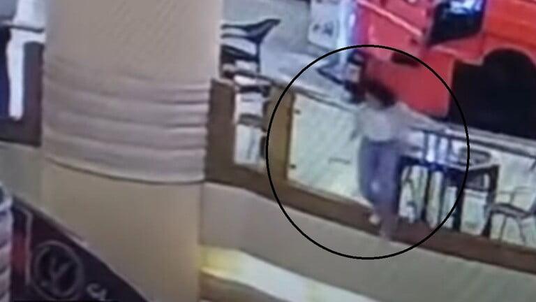 انتحار فتاة في مول