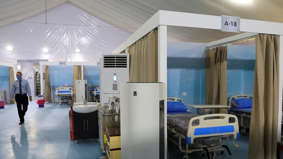 طبيب يجبر ممرضًا مسنًا على السجود لكلب يثير غضبًا عارمًا في مصر والممرض يرد (شاهد)